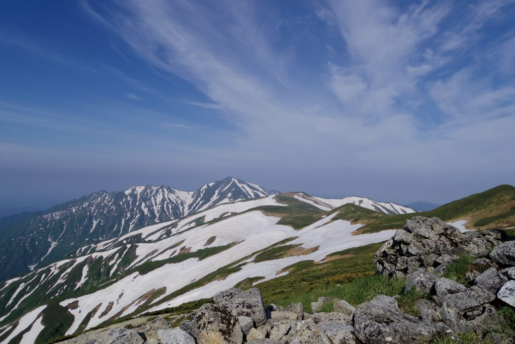 御前坂より大日岳を望む